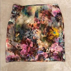 Karen Kane beautiful printed skirt.